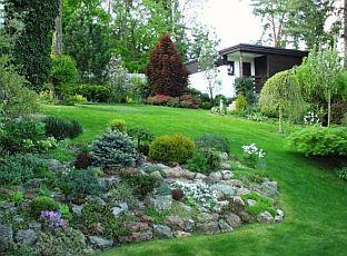 Zahrada ve svahu okrasná